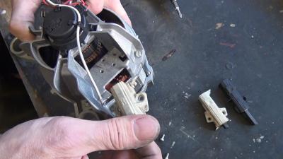 Waschmaschine dreht nicht mehr - Motorkohlen wechseln (Bauknecht)