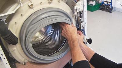 Waschmaschine läuft aus - Türdichtung wechseln (Bauknecht)