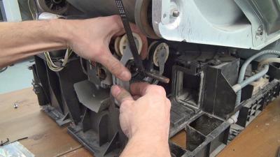 Trockner dreht nicht mehr - Antriebsriemen tauschen (Bauknecht / Whirlpool)