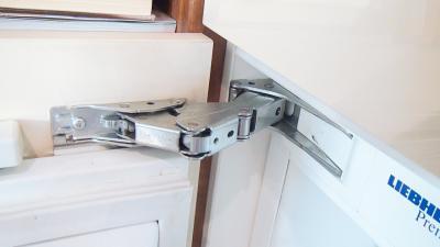 Kühlschranktür schließt nicht richtig - Türscharnier tauschen (Bosch/ Siemens/ Neff)