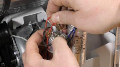 Trockner dreht nicht mehr - Kondensator durchmessen und tauschen