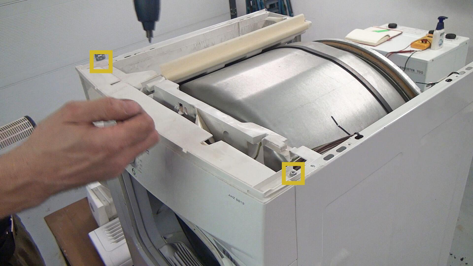 Schrauben des Bedienelements entfernen