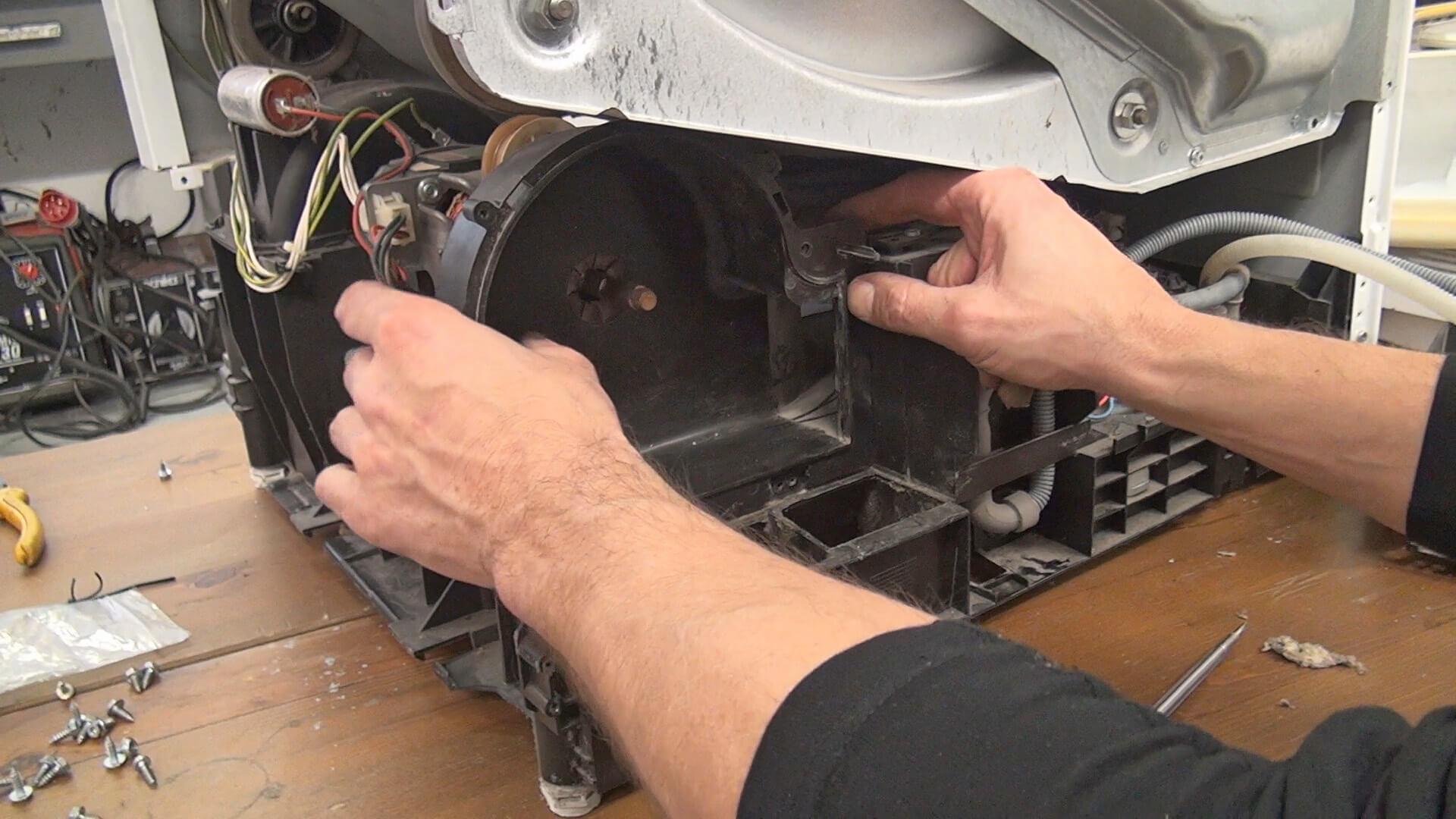 Ventilatorgehäuse einsetzen