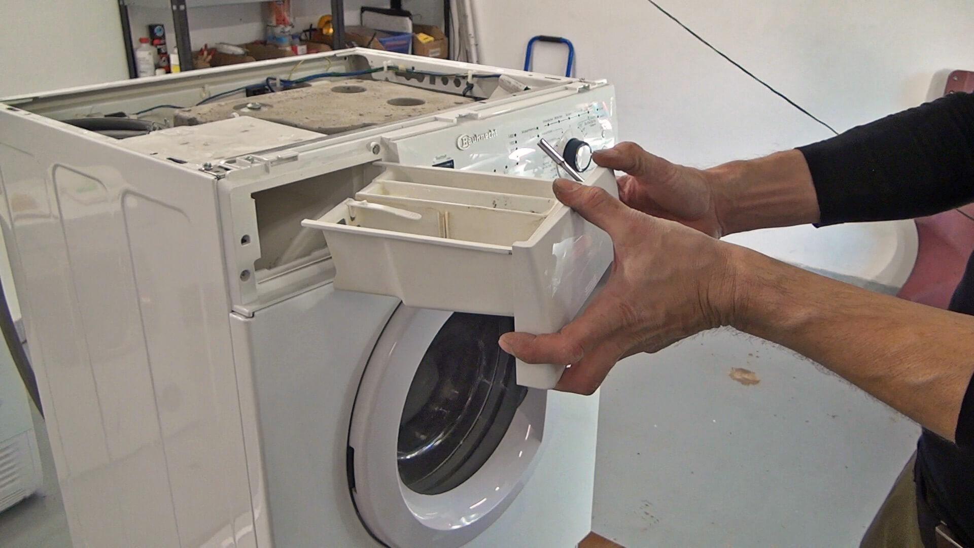 Waschmittellade einsetzen